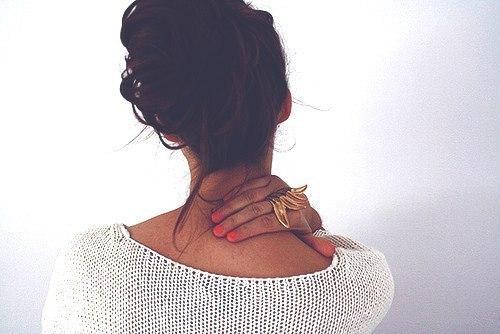 Фото на аву со спины с короткими волосами